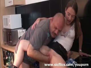 Suhe najstnice brutally fist zajebal s a grizzly old pervert