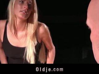 তরুণ ঠকানো বউ কামাসক্ত জন্য গলার গভীরে cumhot fucks bald পুরাতন মানুষ এ বাড়ি <span class=duration>- 6 min</span>