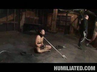 Aziatisch tiener slaaf sperma covered!