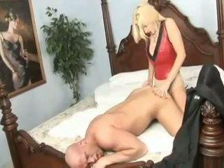 Perverse mdtq brittany andrews copulates të saj mans bythë me të saj i madh starp në