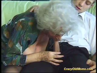 Krūtinga pakvaišęs senas mama needs tik šviežias stiprus cocks