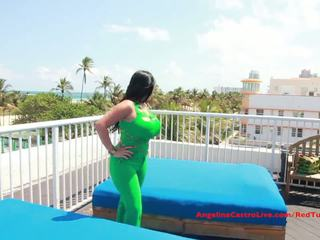 Duży titted angelina castro fucks na rooftop?