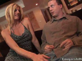 Slutty blonde hoe gives fantastic blowjob