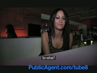 Publicagent hübsch brünette barmaid gets gefickt hinter die bar