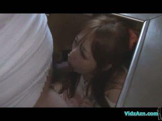Aasialaiset tyttö getting hänen suu ja pillua perseestä kun taas standing kumulat kohteeseen perse sisään the keittiö