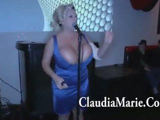 ענק פטמות claudia marie singing ו - לאחר מכן מזוין על ידי bbc