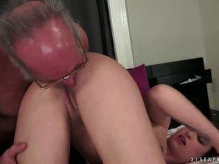 Angelina brill fucks an по-стари gentleman