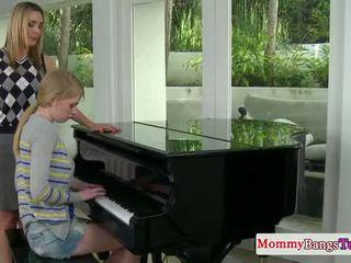 Musical mommy bertukaran air mani dengan stepteen
