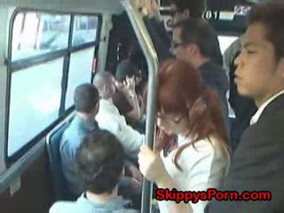 Japanska skol finger körd på tåg