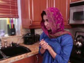 Arab thiếu niên ada gets một warm âm hộ cream