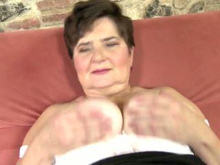 xhamster mature gros seins masturbation