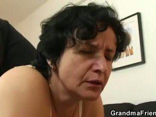 היא gets שלה ישן שיערי hole filled עם two cocks
