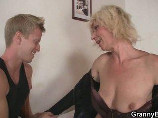 Zralý blondýnka takes to od za
