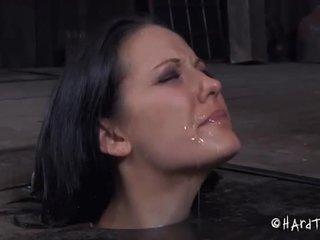 Tortured în upside jos poziție