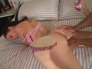 Gianna michaels gets egy hatalmas fasz rammed le neki throat míg ő sucks kemény