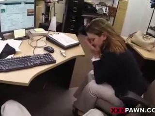 Foxy businesslady gets 性交