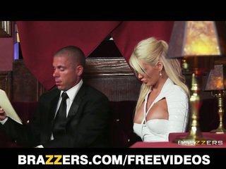 Alexis ford gets banged en la discoteca