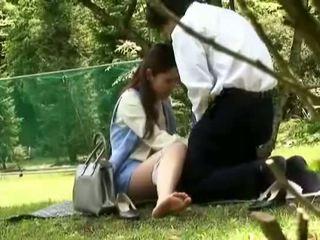 Officegirls baise en public