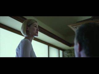 Rosamund pike βυζιά και κώλος σε σεξ σκηνές