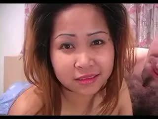 Aasialaiset vauva loves hänen rasva valkoinen mulkku joten paljon