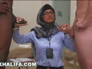 Arab mia khalifa compares groß schwarz schwanz bis weiß penis