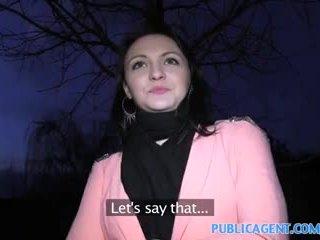 Publicagent e zezë haired vogëlushe fucks në shkoj fake modelling kontratë