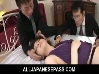 Rina koizumi quente asiática modelo em sexy meias longas gets fodido