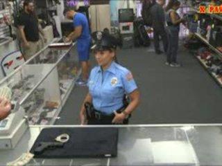 पोलीस अधिकारी साथ विशाल बूब्स got गड़बड़ में the बॅकरूम