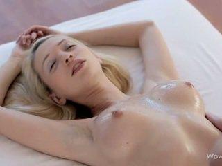 Gražus lesbiečių paaugliai masažas kiekvienas kitas