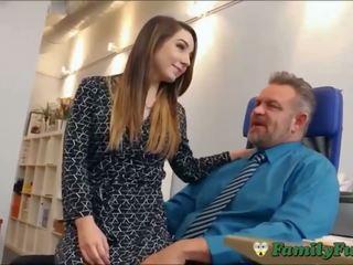 Дочка bambi brooks slutty секретарка досвід з stepfather