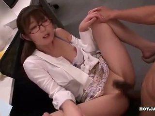 Japonské holky attacked fascinated sister v living roo