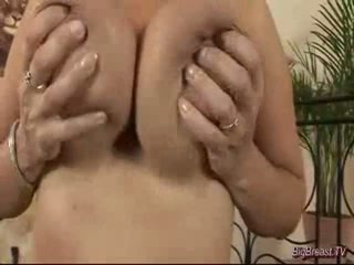 Breasty dame masturbeerimine