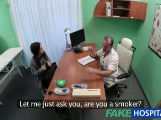 Fakehospital أسود haired طالب wants كوك: حر الاباحية 89