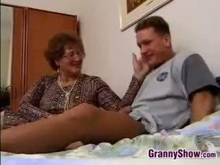 Nonna gets scopata da grandson in legge