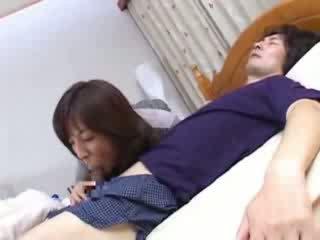 日本语 妈妈 sneaks 成 husbands 表妹 床 视频