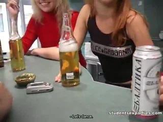 Μείγμα του movs με μαθητής/ρια γαμήσι parties