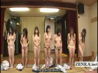 Subtitled grupp av japanska milfs stripping för racing spel