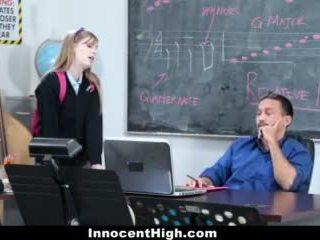 Innocenthigh- söpö punapää fucks hänen opettaja