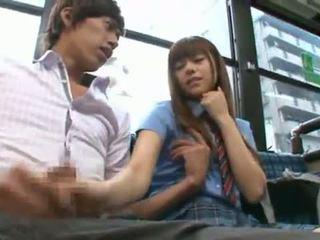 Rina rukawa sleaze koreanska fuzz gives en kiss onto en tåg