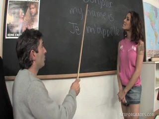 Merry bruneta student bangs invatatoare
