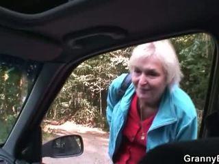 할머니 bet: 금발의 할머니 엿 로 젊은 driver