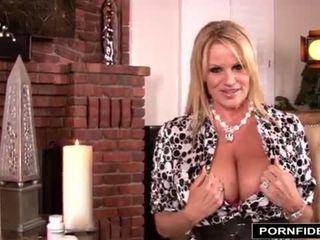 Gianna michaels 和 kelly 共享 他们的 breast kept 秘密