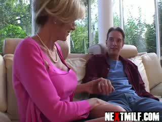 Nadržané guy enjoys veľký podvody milfka