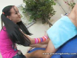 Сексуальна молодий masseuse amai liu gives a зріла пеніс a щасливий ending