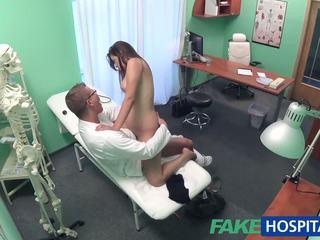 Fakehospital γιατρός examines χαριτωμένο Καυτά σέξι ασθενής: πορνό e8