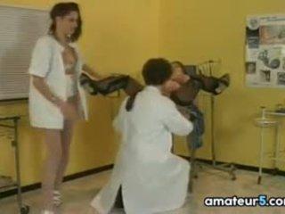 प्रेग्नेंट रोगी में एक ४सम साथ उसकी डॉक्टर