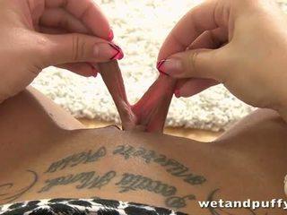 E lagur dhe puffy: clair lodra veten me i ndryshëm sexy lodra.