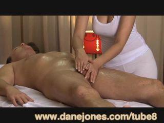 Danejones vackra bystiga masseuse takes vård av din orgasmen