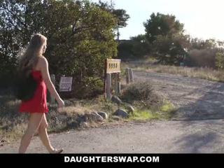 Daughterswap - חם קטן בלונדינית נתפס webcamming על ידי bffs אבא pt.2