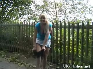 금발의 nymphs exhibitionism 과 motorway self stimulation 의 flashing lena onto a 공공의 nudity rampage 둥근 england